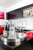 Karaffe in modernen küche — Stockfoto