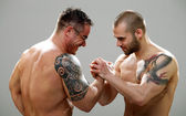 Two musculine happy guys making an agreement, closeup — Stock Photo