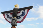 Carved wooden eagle — Stock Photo