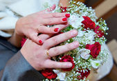 Hands on a bouquet — Stock Photo