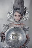Dívka v silver a fólie — Stock fotografie