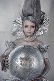 Dziewczyna w srebro i folii — Zdjęcie stockowe