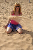 Girl playing with sand — Stock Photo