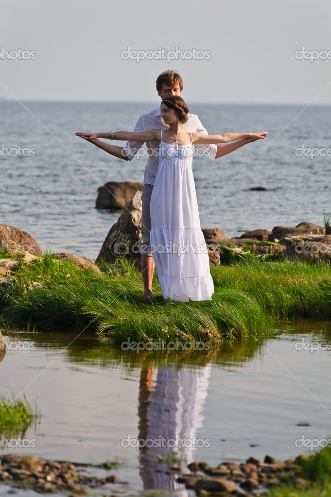 Young romantic pair walks at water — Stock Photo #7856172