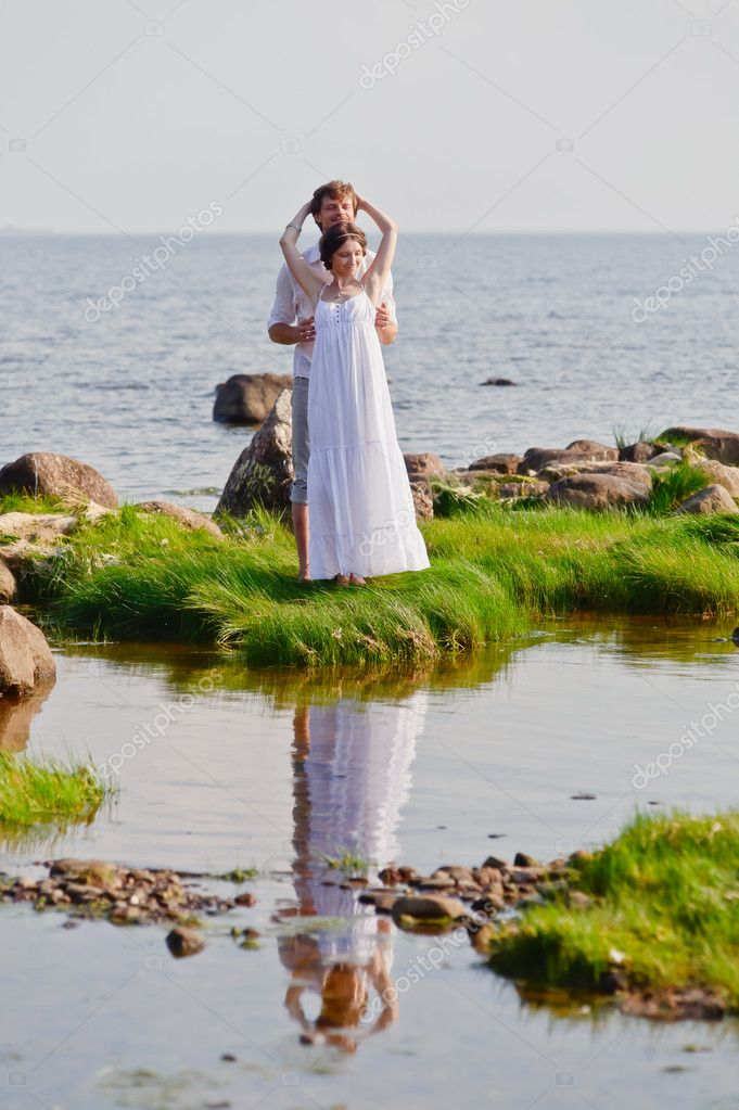 Young romantic pair walks at water — Stock Photo #7856173