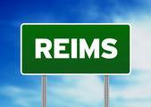 Zielony znak drogowy - reims, francja — Zdjęcie stockowe