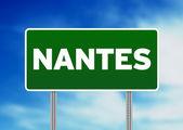 Zielony znak drogowy - nantes, francja — Zdjęcie stockowe