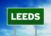 Green Road Sign - Leeds, England — Stock Photo