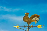 A cockerel wind vane against blue sky — Stock Photo