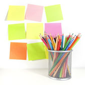 Colour pencils in the basket and postit for reminder note — Foto Stock