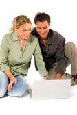 Para przy użyciu laptopa — Zdjęcie stockowe