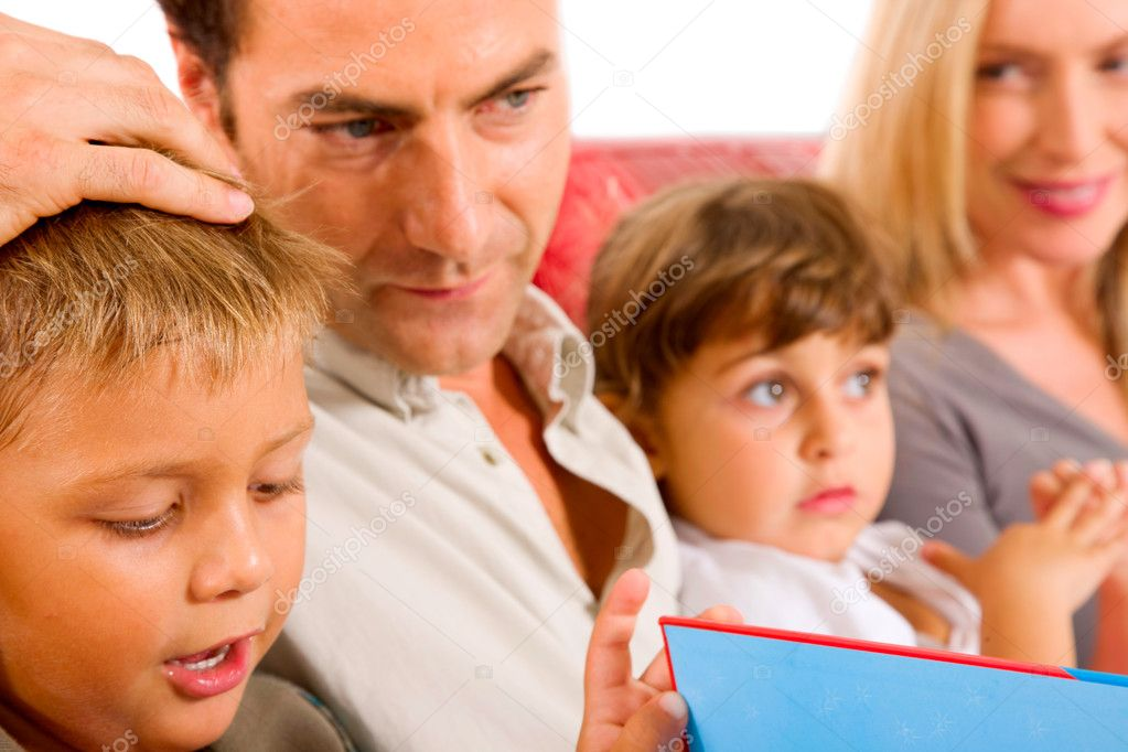 Family with two children — Stock Photo #7486314