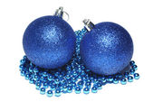 Palle di natale blu e blu ornamento isolato su bianco backgro — Foto Stock