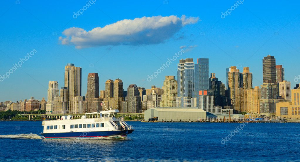 River Ferry on the East River in New York City. — Stock Photo #6862145