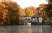Gazebo on a Lake — Stockfoto