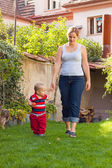 Mother and toddler walk — Stock Photo