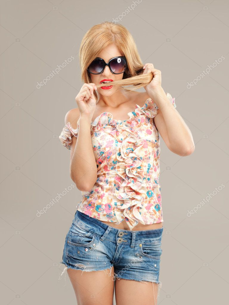 Fashion portrait sexy woman sunglasses, shorts posing — Stock Photo #6836922