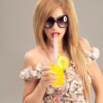 Fashion portrait beautiful woman sunglasses drinking cocktail — Stock Photo