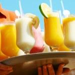 Drinks on the beach - Enjoy — Stock Photo #6900781
