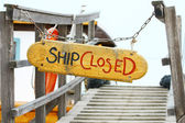 Old wood notice board/Ship closed — Foto de Stock