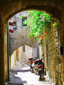 Inside the old (medieval) town of Rhodes (The City of Knights) — Stock Photo
