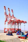 港の貨物クレーン — ストック写真
