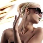 Fashion shot of blond woman with sunglasses — Stock Photo