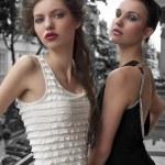 elegancki ladys młody ubrany poza — Zdjęcie stockowe
