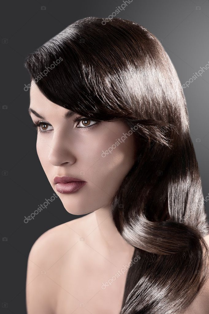 Beauty close up portrait of a long haired brunette with very shiny hair — ストック写真 #7358591