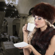 Beautiful blonde woman drinking a smoking hot cup of tea — 图库照片