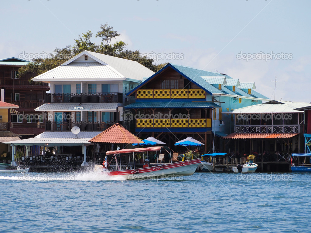 Hotels and restaurants  with boat in Bocas del Toro — Stock Photo #6930917