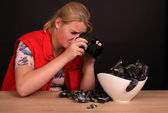 Female photographer at work with blue mussel — Stock Photo