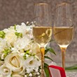 Stockfoto: Wedding bouquet, rings and champagne