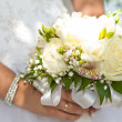 Bouquet in hands of the bride — Foto Stock