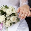 Hands of the groom and the bride with rings — Stock Photo