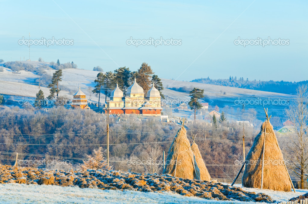 Autumn morning hoarfrost on mountain village outskirts pasture and haystack — Stock Photo #6865097
