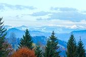 Autumn misty morning mountain view — Stock Photo