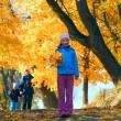 Family in autumn maple park — Stockfoto #7561144