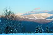 Paisaje de montaña al atardecer de invierno — Foto de Stock