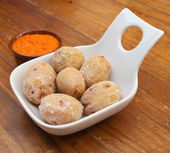 Portion of canarian potatoes (papas arrugadas) with red mojo sau — Foto de Stock