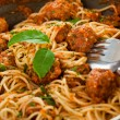 Original Italian spaghetti with meatballs in tomato sauce — 图库照片