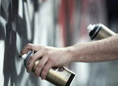 Graffiti artist in action — Stock Photo