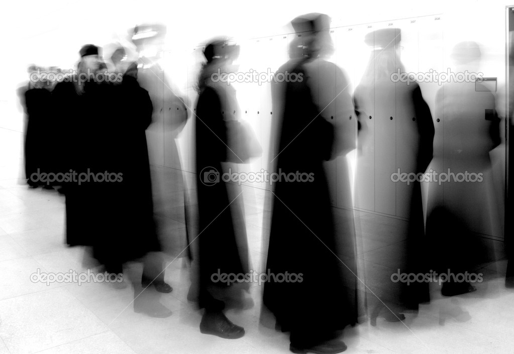 Group graduation of students entering university lecture hall (motion blurred shot) — Stock Photo #7420091