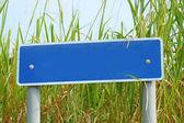 Lege bewegwijzering in platteland — Stockfoto