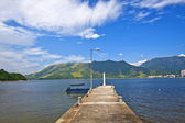 Isolated pier under blue sky — Stock Photo