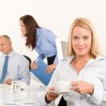Zespół firmy dość interesu wypić kawę — Zdjęcie stockowe