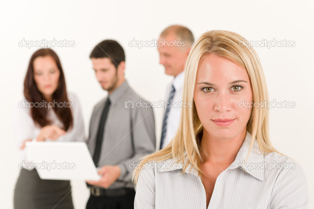 Business team attractive woman with colleagues discussing in the back — Stock Photo #6935529