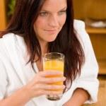Desayuno - sonriente con zumo de naranja — Foto de Stock
