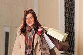 Sonbahar kıyafet alışveriş kadın çantaları ile zarif — Stok fotoğraf