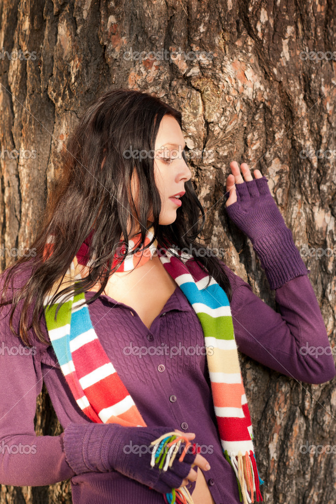 Winter outfit portrait of beautiful female model posing by tree bark — Stock Photo #7486163